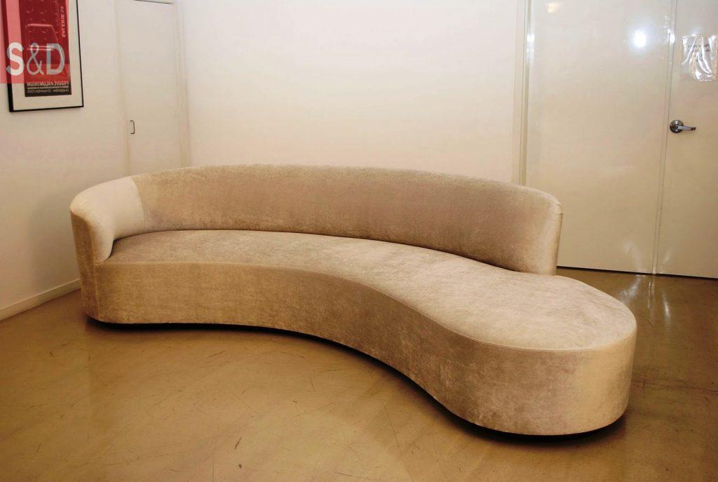 KaganInspiredCurvedSofa 1024x687 - Авторский диван на заказ