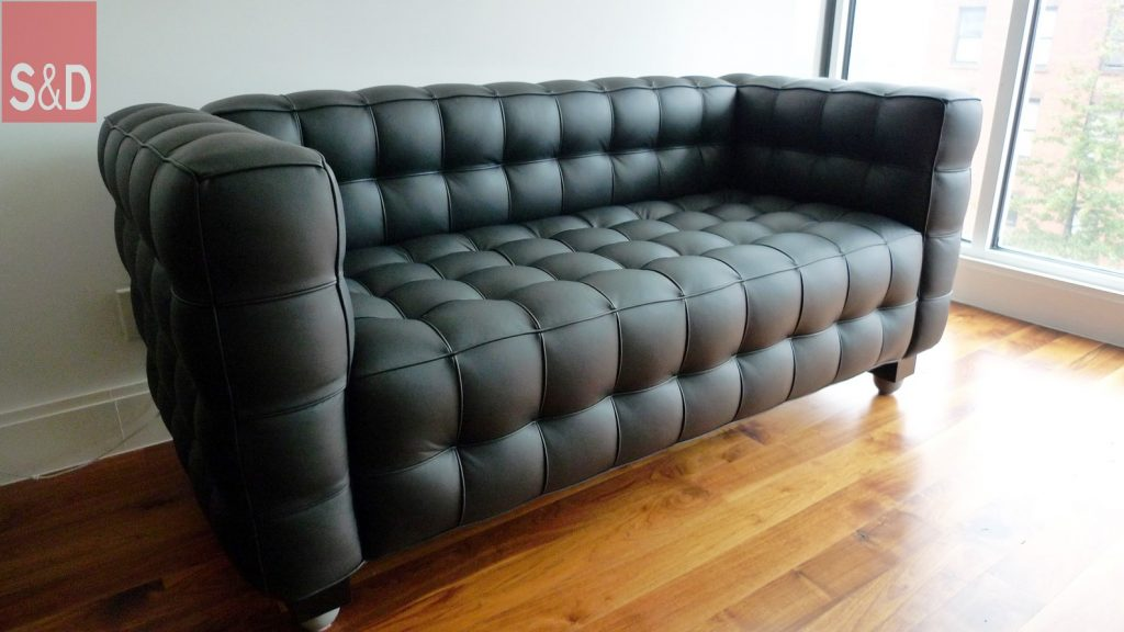 black leather couch sofa for living room tufted couch on laminate wood flooing 1024x576 - Черный диван на заказ