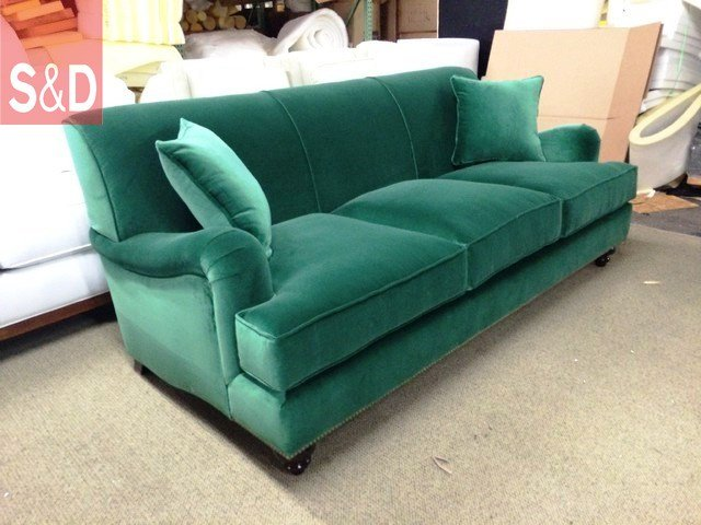 traditional sofas 1 - Зеленый диван на заказ